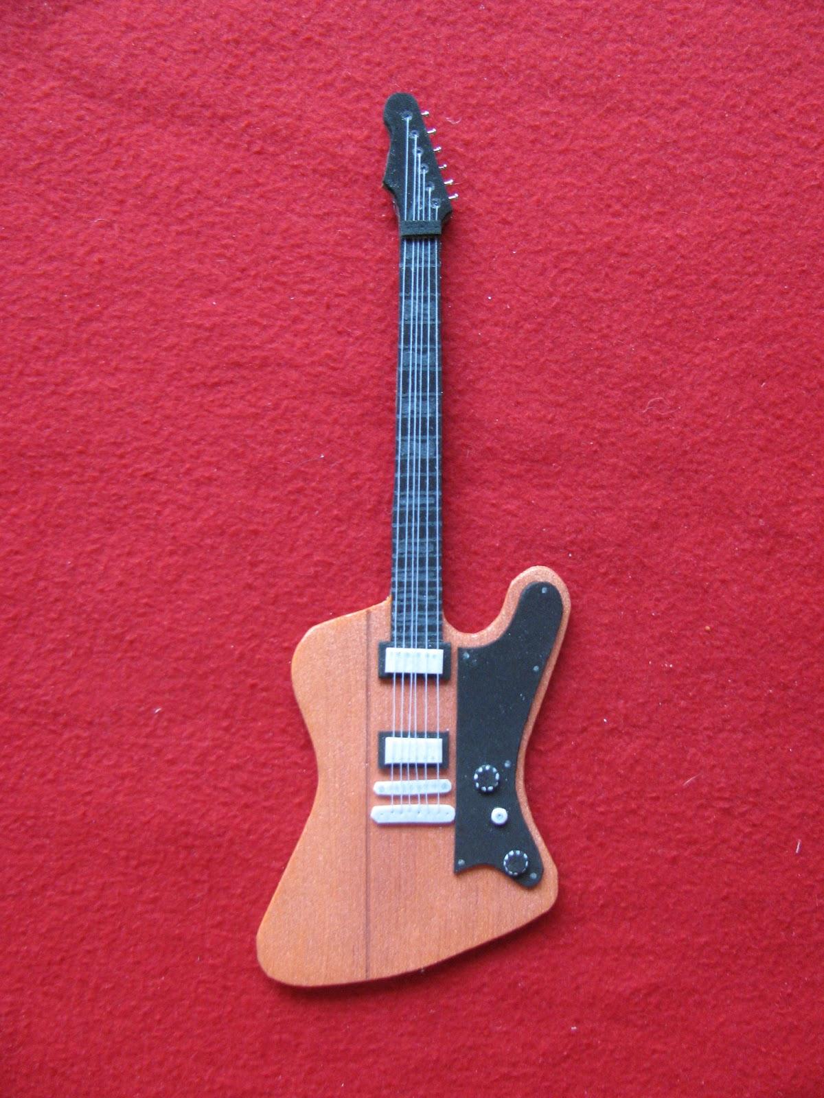 Punto y Coma: Guitarras de goma eva (las primeras 48)