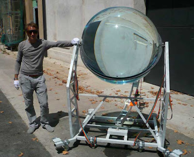 GIANT MARBLE MAKES ENERGY FROM SUN AND MOON  Glass-marble-solar-device