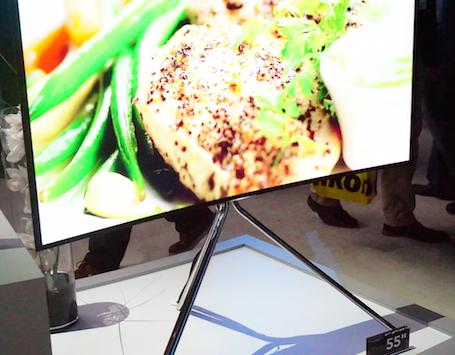 Trong các mẫu TV năm nay, Samsung thiết kế nhiều kiểu chân đế khác nhau.