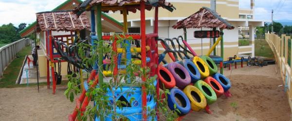 Construyendo un parque infantil en kumbungu ghana - Como hacer un parque infantil ...