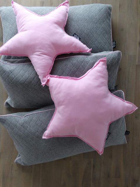 szare pikowane dresowe poduszki