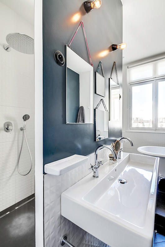Un appartement haussmannien moderne et design blog d co for Idee deco salle de bain design