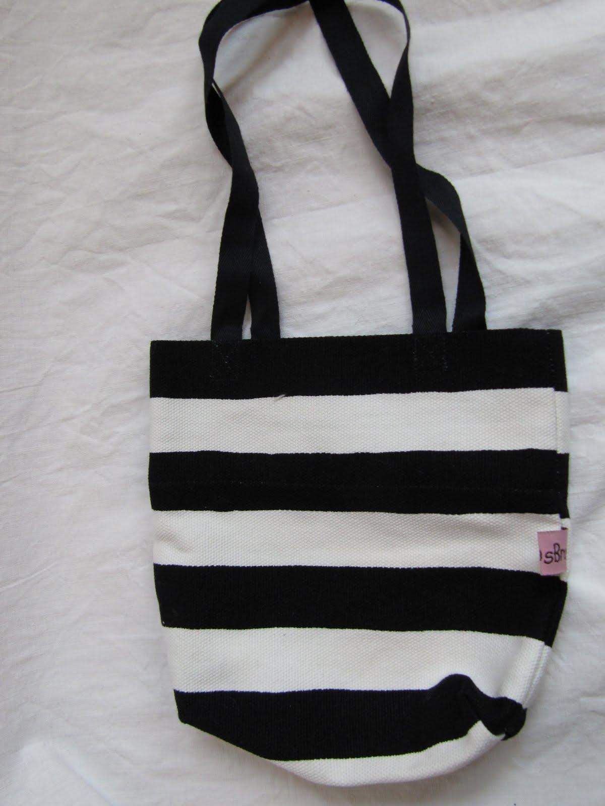 blå vit randig väska