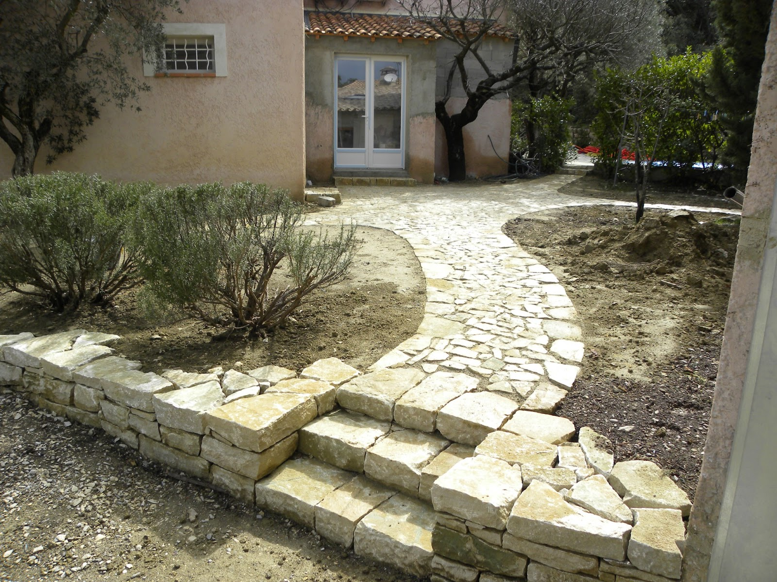 Calade provencale escalier en pierre s che for Escalier exterieur pierre