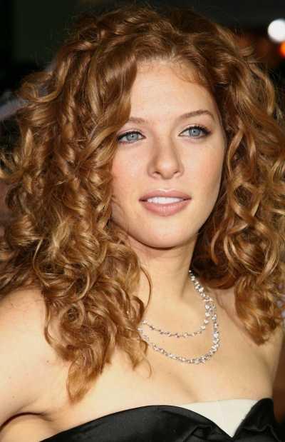 Sarı Saçı Karamele Boyama Işlemi Saç Açma Boyama Ve Balyaj Teknikleri