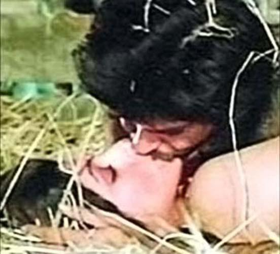 Kiss Without Makeup: Dimple Kapadia Lip Lock Kissing Scenes From Movies