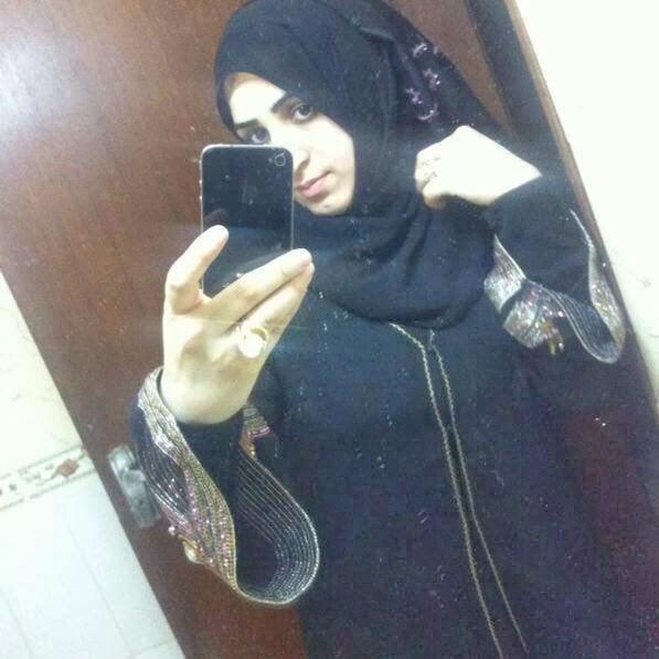 Sexy Arab Aunties Taking Selfies In BAthroom