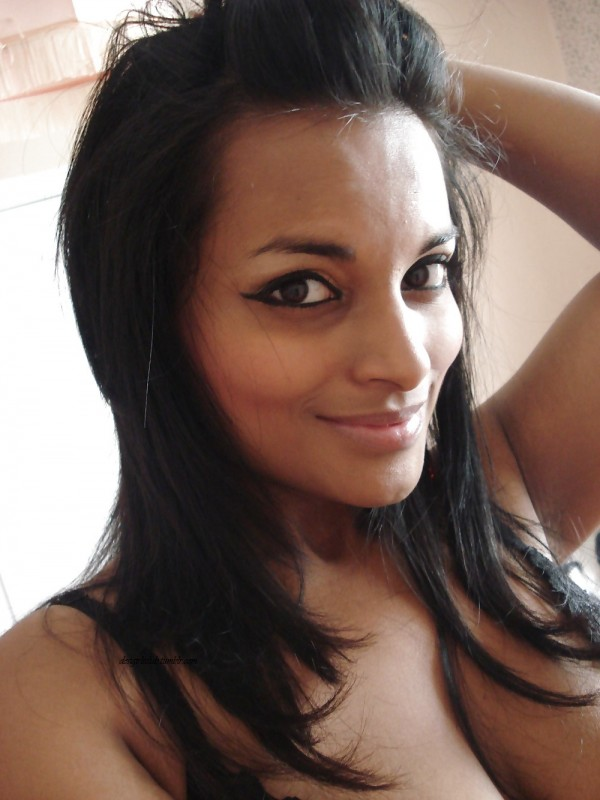 Indian Girl Friend Taking Cleavage Pics For Her Lover indianudesi.com