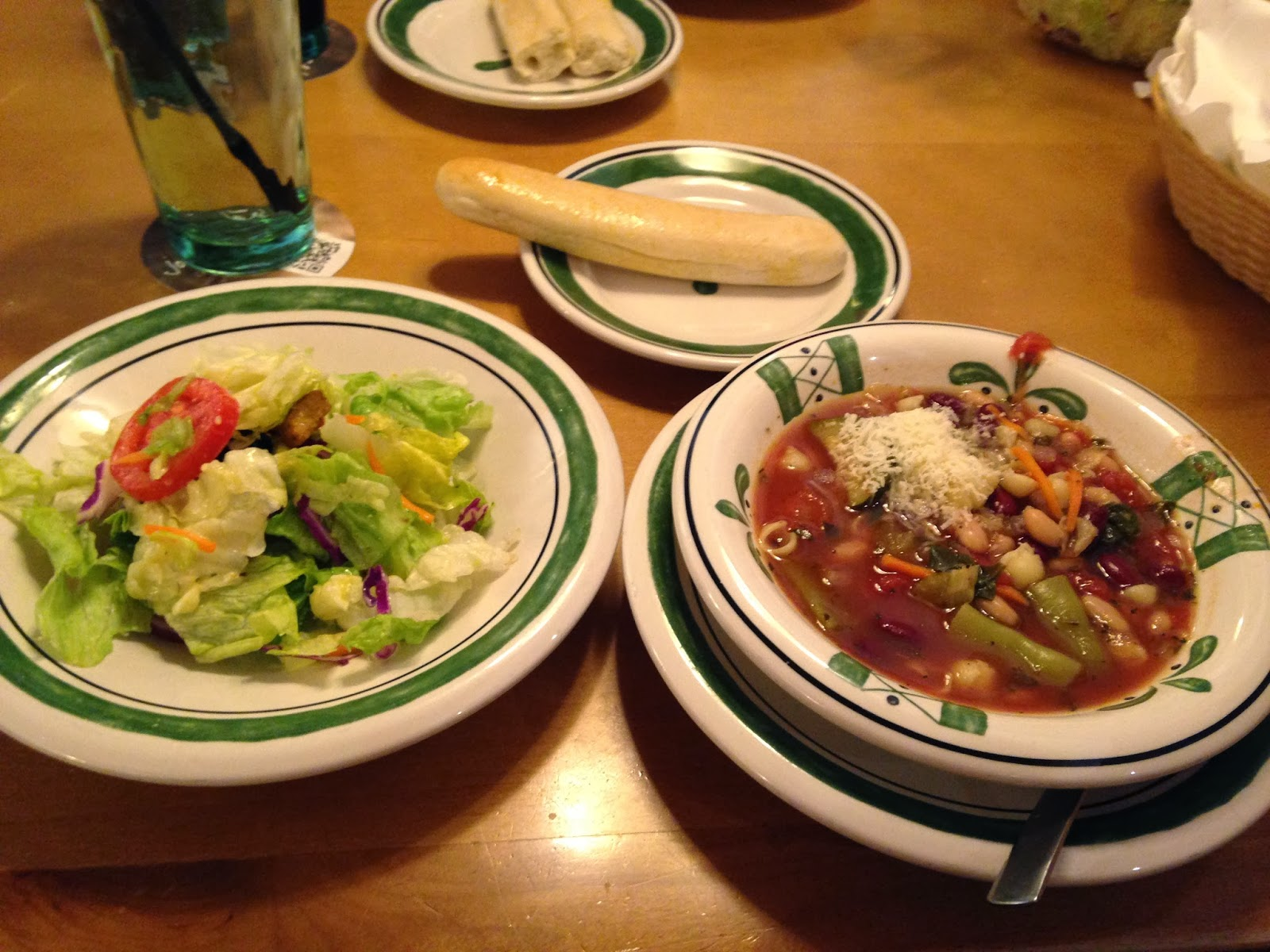 Life on food syracuse and wiaw for Soup salad and breadsticks olive garden