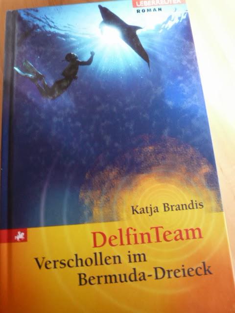 http://www.lenasbuecherwelt.blogspot.de/2014/03/rezension-katja-brandis-delfin-team.html
