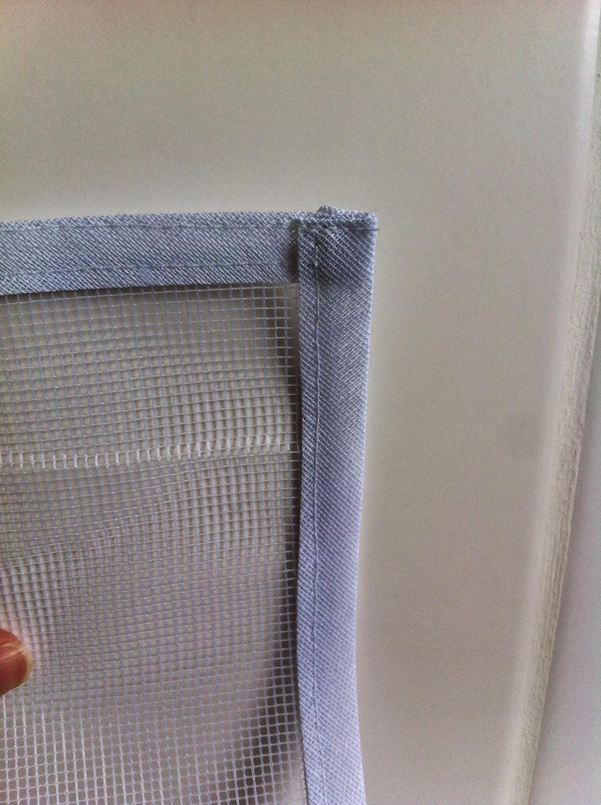 #684741 Apliquei o velcro em toda a beirada da tela. 690 Janelas Sasazaki Leroy Merlin