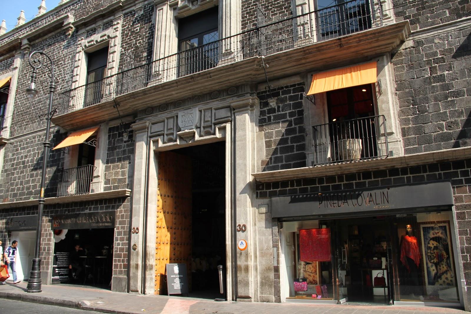 M xico her ldico palacio de los condes de miravalle for Palacio de los azulejos mexico
