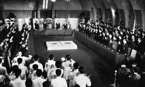 Firma del tratado de normalización de relaciones diplomáticas entre Corea del Sur y Japón