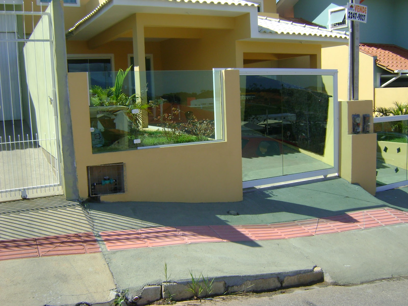 #614B1F Esta é mais uma obra concluída por Vidraçaria Vidromax. 1892 Janela De Aluminio Sao Jose Dos Campos