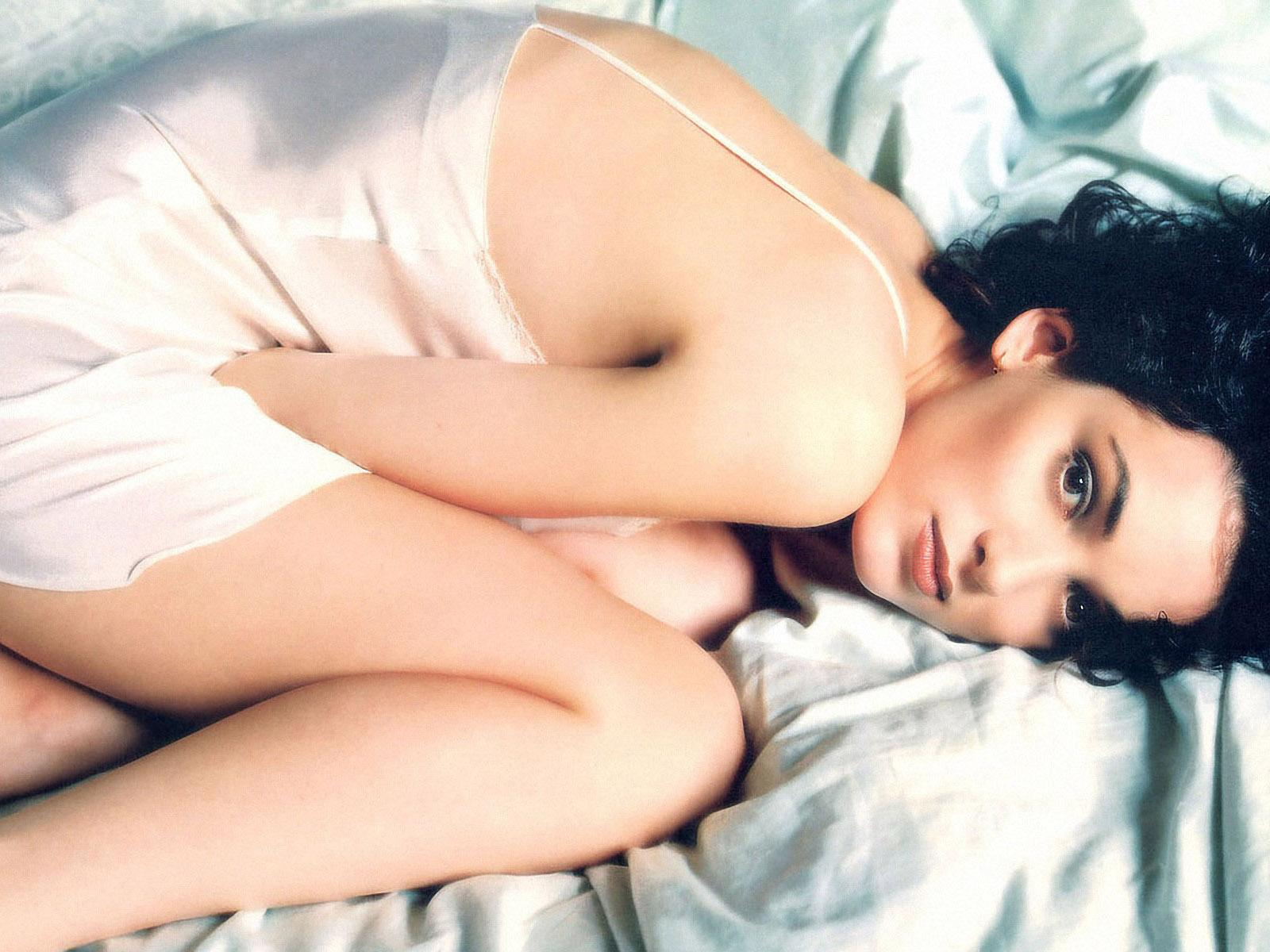 HOLLYWOOD ALL STARS: Winona Ryder Hot Wallpapers, Images and Pictures ...