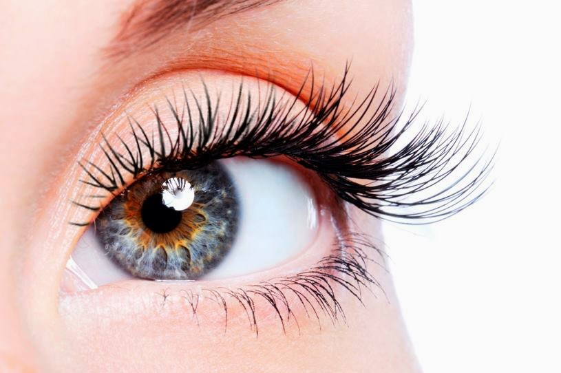 Blonde Problems The Skinny On Eyelash Extensions