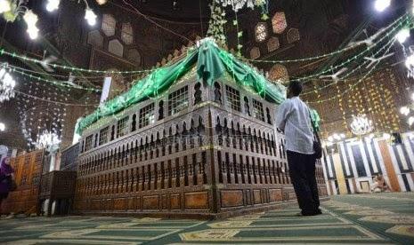 Menengok Makam Imam Besar Asy-Syafi'i   Cheria Holiday