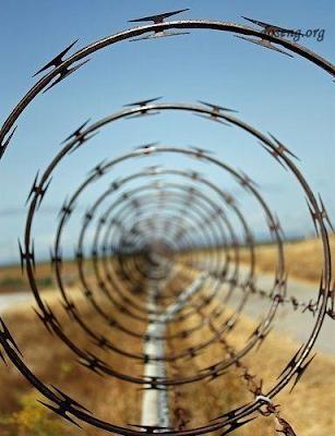 Две спирали. Милитаристская спираль Бруно. Режущая лента Бруно. Фото креатив.
