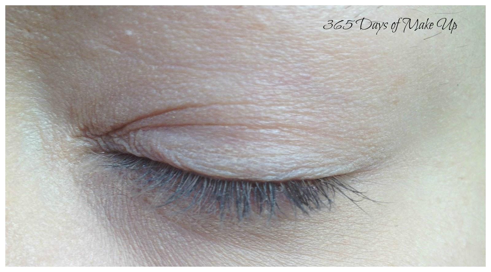 how to use a curved mascara wand