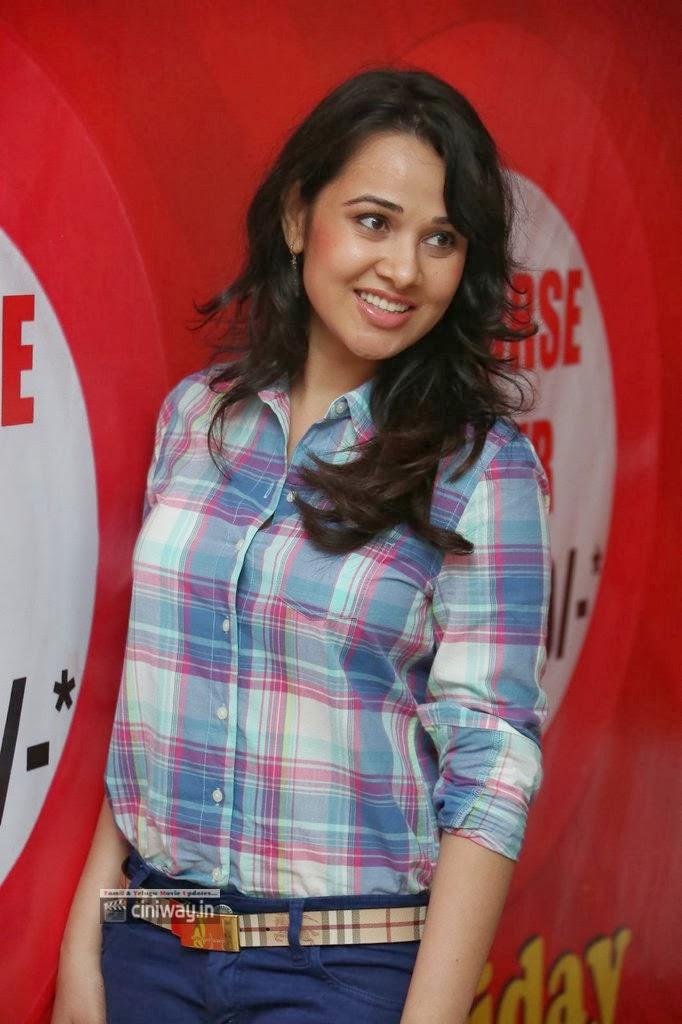 Nisha-Kothari-Photos-At-Hrudaya-Spandana-Walk-Logo-Launch