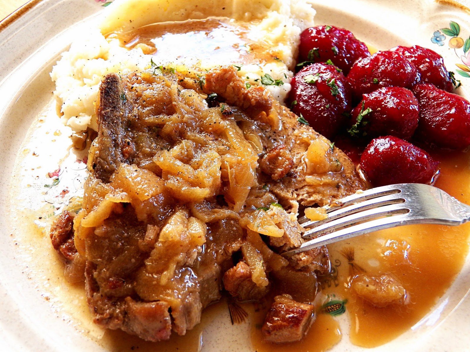 Comfy Cuisine: Apple & Onion Beer Braised Pork Chops