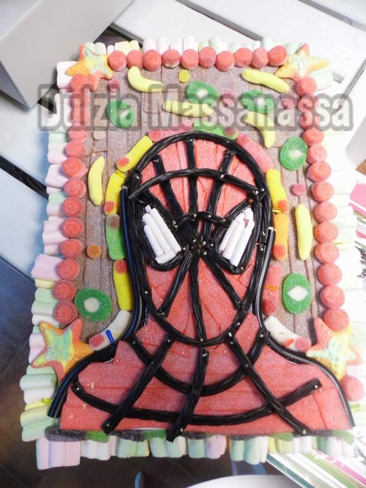 tarta de chuches y golosinas spiderman dulzia massanassa