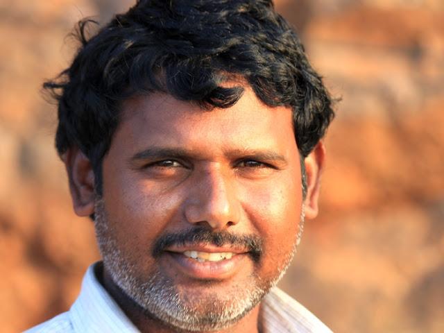 портретная фотография красивого индуса