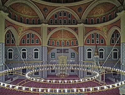 lampu-masjid-nizamiye-dalam-darussalam-oku-selatan
