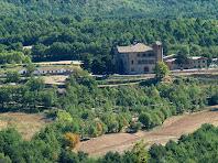 El mas de Rocabruna, d'estil modernista, vist des de Sant Feliuet de Terrassola