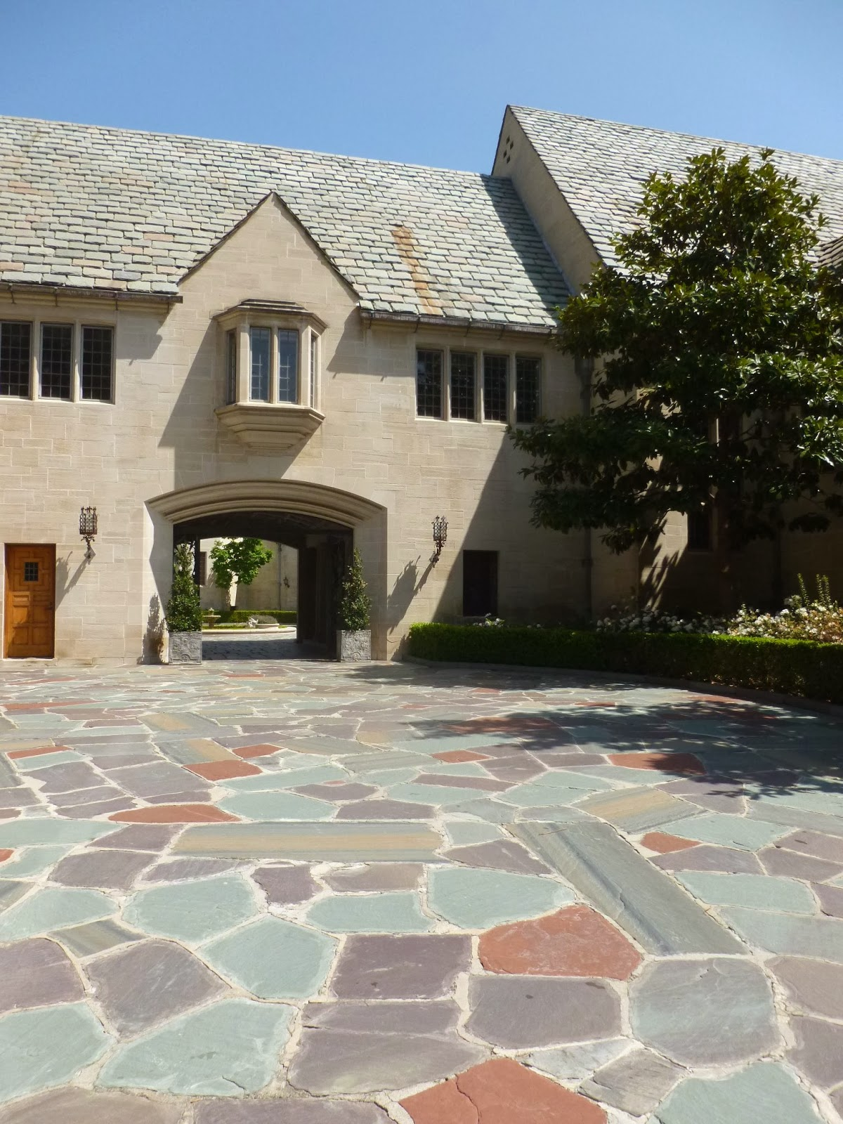 Experiencing los angeles greystone mansion beverly hills for The greystone