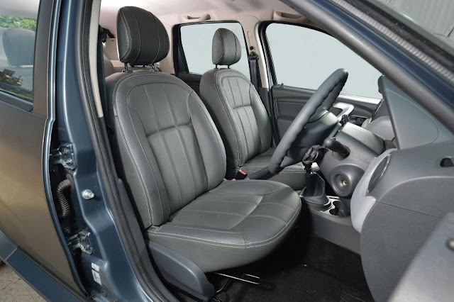 Dacia Duster Black Edition interior