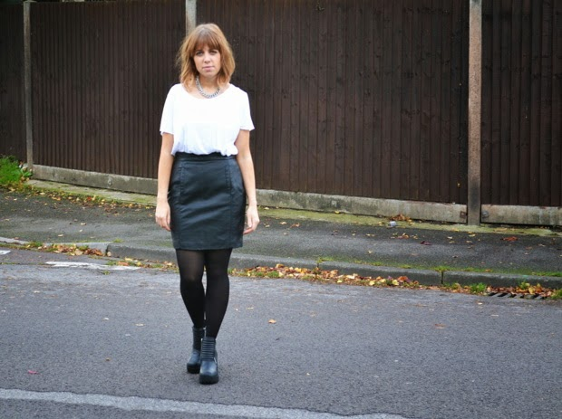monochrome-outfit-leather-skirt