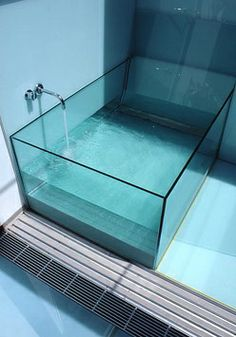 Glass bathtub to touch the heights and style of sophistication, mesmerizing  looks for your bathroom. Make your bath time crystal clear and royal just  by ...