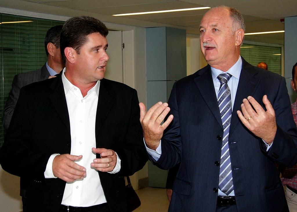 Acompanhado do técnico da Seleção, Luiz Felipe Scolari, prefeito Arlei conheceu as dependências da Granja Comary
