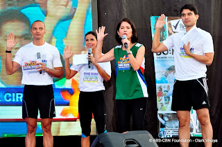 Reporters+Paolo+Abrera%252C+Dyan+Castillejo+and+Atom+Araullo+with+ABS-CBN+managing+director+Gina+Lopez.JPG