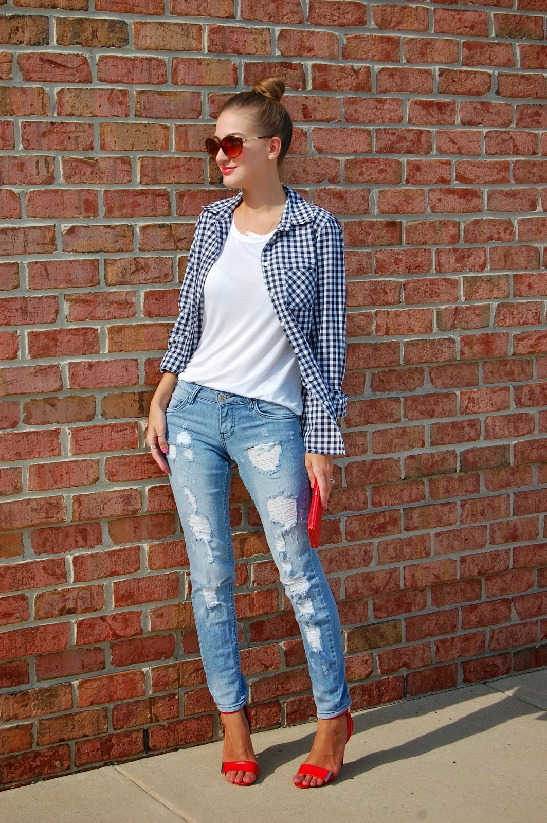 90's inspired look. Shirt tied around waist. Navy Gingham Shirt, Distressed Boyfriend Jeans, Heels
