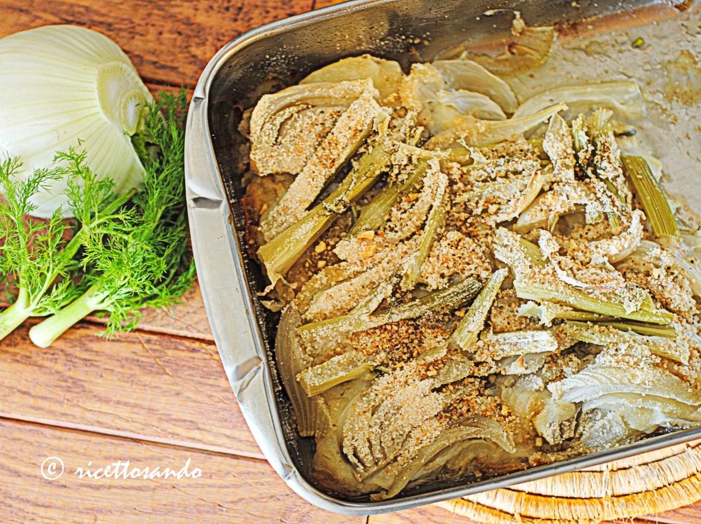 Finocchi al forno con cipolle e Montasio ricetta di verdure a forno con formaggio