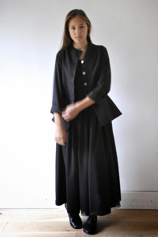 http://www.vdj-boutique.com/vestes-et-manteaux/3628-veste-femme-drap-gris.html