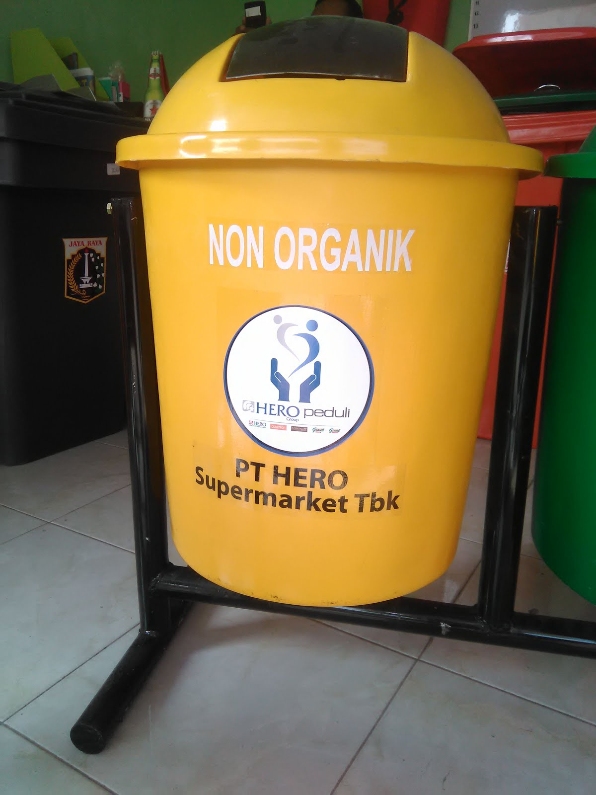 tong sampah fiber Hero