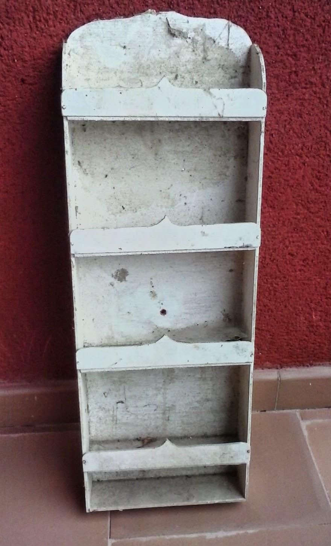 Caja de fruta de madera reconvertida en especiero