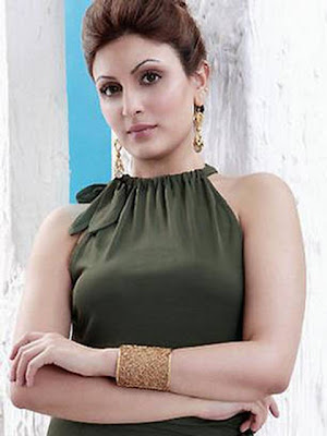 Riddhima Kapoor Stylish Gold Bracelet
