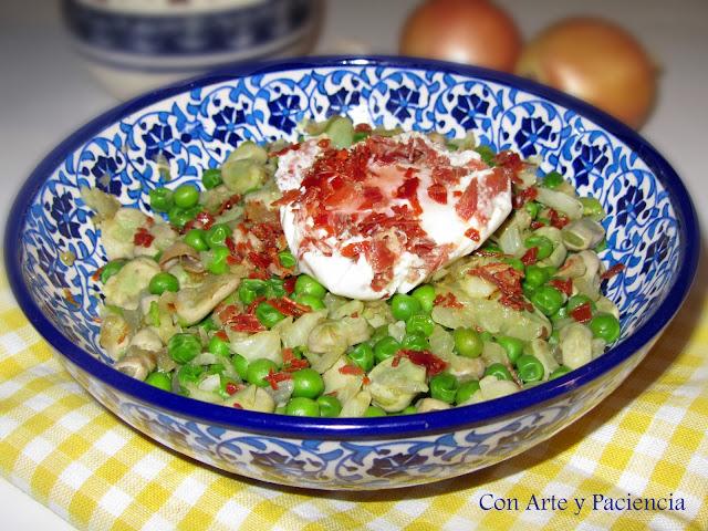 habas,jamon,enriquecidas,huevo,aceite,oliva,cebolla,ajo,receta,casera,española,meditarranea,verduras,guisantes,hierbas,autenticas,