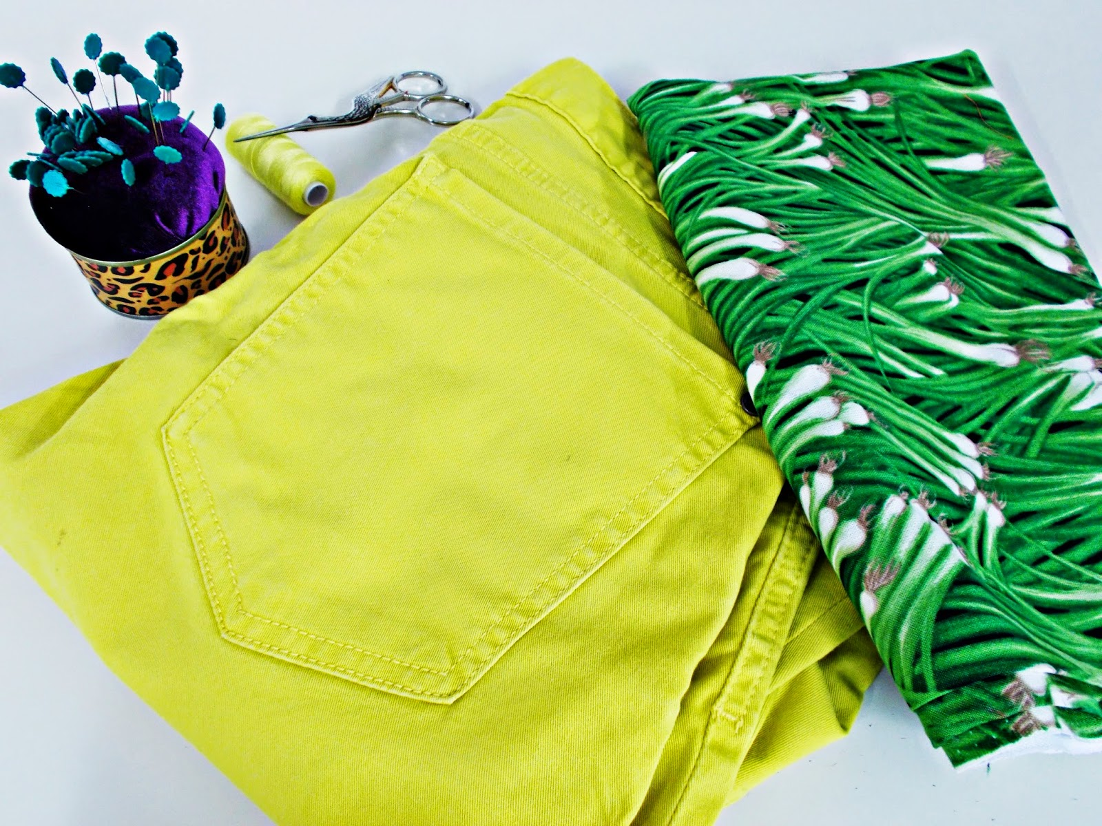 DIY-Costura-acortar-cortar-customizar-pantalón-bermuda-short-1