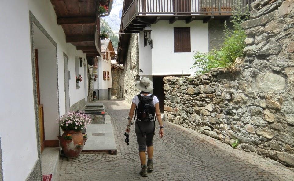 Descending through Dolonne
