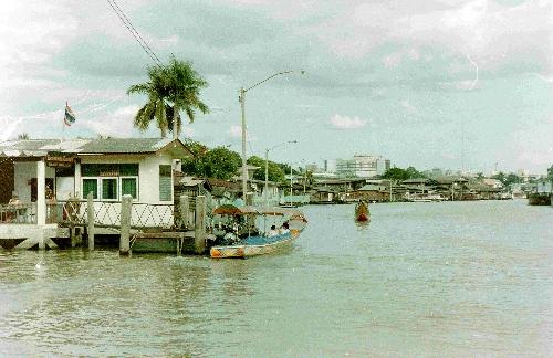 River scene Bangkok Thailand jamestravelpictures.blogspot.com