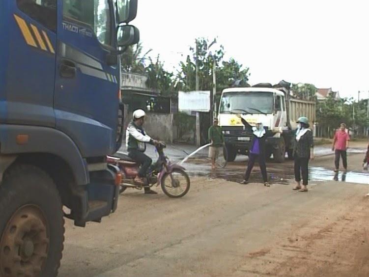 Gia Lai: Bức xúc của người dân về đoàn xe tải chở đất trong TP. Pleiku đang được giải tỏa