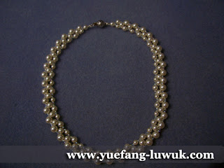 simple_white_swarovski_pearl_necklace_finished