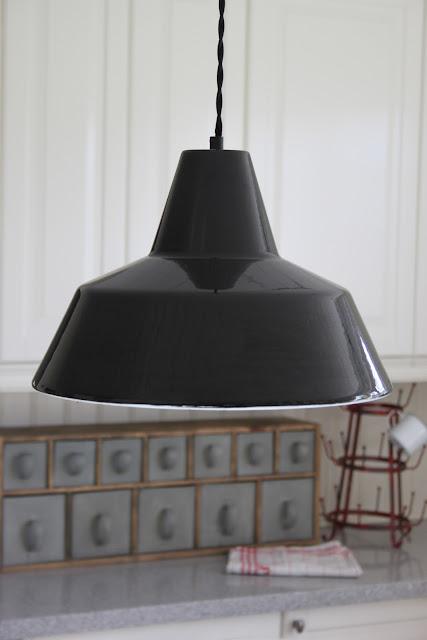 Svart Kokslampa : add design  anna stenberg  lantligt po svanongen Kokslampa med