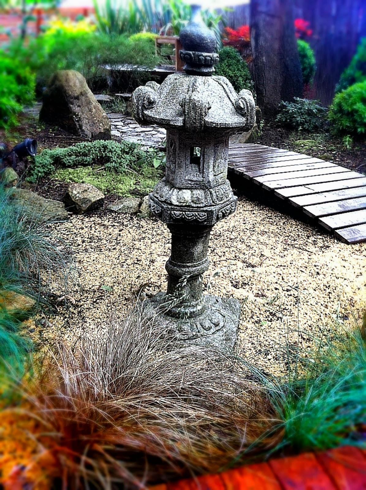 Stone lantern japanese gardens and lanterns on pinterest for Japanese landscape lanterns
