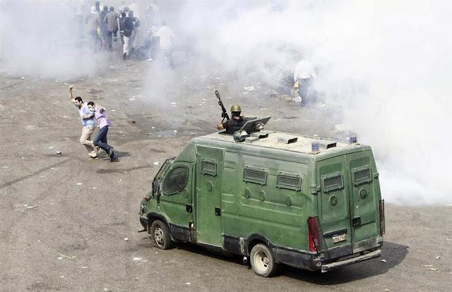 صور تُنشر لأول مرة لأحداث ميدان الجيزة ونفق الهرم أثناء مذبحة الفض 1460271_10202376098264243_1651968257_n
